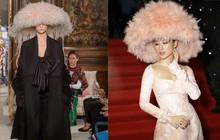 Lại xin đặt dấu chấm hỏi nhỏ xinh cho sự giống nhau đến kỳ lạ giữa mũ lông của Angela Phương Trinh với Valentino