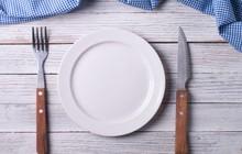 Mỗi bữa ăn bạn đang nuốt cả trăm mảnh nhựa mà không hề hay biết