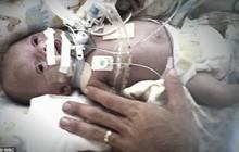 Cặp vợ chồng đau đớn vì mất đứa con trai đầu lòng, 4 ngày sau một cuộc điện thoại của y tá đã thay đổi cuộc đời họ