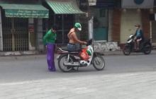 Hành động dễ thương của anh xe ôm công nghệ khi nữ khách hàng bị rách áo dài khiến mọi người xuýt xoa