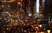 Cổng sân bay Tân Sơn Nhất lại kẹt xe không lối thoát hơn 3 tiếng, người dân khổ sở nhích từng chút về nhà