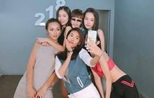 Dùng cả thanh xuân tạo dáng để có tấm selfie đẹp, chỉ có thể là những sao Việt này