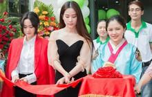 Hoa khôi Nam Em trẻ trung dự sự kiện khai trương