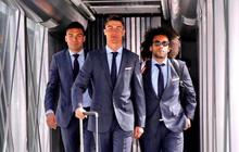 """Ronaldo """"diễn"""" ngầu như đặc vụ, lên đường đại chiến với Bayern Munich"""