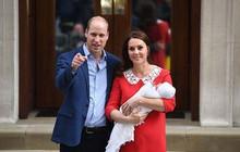 Hoàng tử William và Công nương Kate nói gì lúc bế hoàng tử út gặp gỡ công chúng lần đầu tiên?