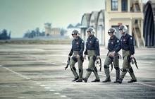 """""""Giảng đường trên mây"""" - Câu chuyện về những thầy trò lính phi công Trung đoàn E910 và tình yêu bất diệt với bầu trời"""