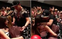 Clip: Diệp Lâm Anh bật khóc khi được bạn trai ngọt ngào cầu hôn trong rạp chiếu phim trước ngày cưới
