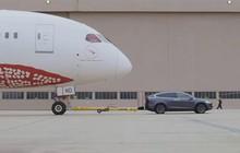 Xe điện Tesla kéo được cả máy bay nặng 130 tấn, phá đổ kỷ lục Guinness