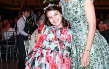 """Suri Cruise điệu đà diện váy như một """"nàng tiên hoa"""" xinh xắn đi dự tiệc"""
