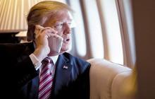 """Trong khi ông Obama phải dùng điện thoại """"cục gạch"""" thì Tổng thống Donald Trump sử dụng tới 2 chiếc iPhone"""
