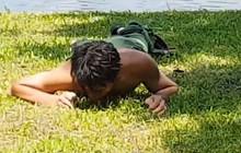 Hà Nội: Nghi ngáo đá, nam thanh niên bơi ra giữa hồ Thiền Quang rồi lên bờ nằm... gặm cỏ
