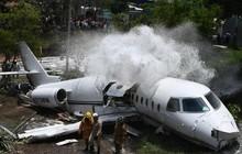 24h qua ảnh: Máy bay chở khách gãy đôi sau khi trượt khỏi đường băng