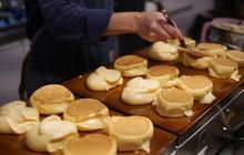 Thách bạn kìm lòng trước những chiếc Souffle Pancake mềm mịn như bông này đấy