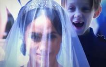 Cậu bé sún răng siêu đáng yêu ở đám cưới Hoàng tử Harry và Công nương Meghan hóa ra đã phấn khích cười híp mắt vì lý do này