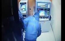 TP HCM: Người ngoại quốc đập phá trộm tiền ở trụ ATM lúc sáng sớm