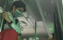 Tấm ảnh chụp lén anh chàng điển trai trên xe bus thách thức khả năng truy lùng info của cư dân mạng