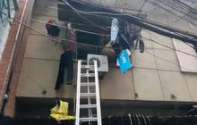 Giải cứu thành công người con bị tai biến và mẹ già trong đám cháy chung cư ở Sài Gòn