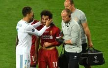 Nhìn Salah rơi lệ, Ronaldo cũng đồng cảm chạy đến an ủi
