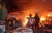 Cháy lớn tại công ty sản xuất khăn lạnh ở Sài Gòn, 1.700 mét vuông diện tích nhà xưởng bị thiêu rụi