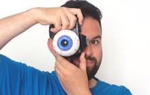 Nhiếp ảnh gia tạo ra ống kính máy ảnh có hình dạng của... một con mắt
