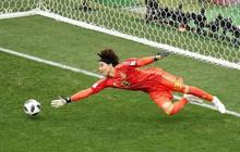 """""""Người nhện"""" Mexico khiến Đức câm lặng: Dự tiệc 30 """"tay vịn"""" và chỉ thích bắt World Cup"""