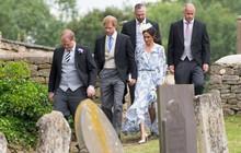 Khoảnh khắc Meghan suýt trượt ngã vì giày cao gót và phản ứng của Hoàng tử Harry gây sốt