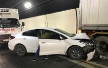 Tai nạn liên hoàn trong hầm Hải Vân, ô tô con dính chặt đuôi container