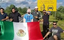 """Bị vợ cấm cửa, chàng CĐV Mexico vẫn """"lượn lờ"""" khắp World Cup nhờ hội bạn thân """"tinh tế"""""""