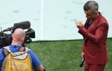 Robbie Williams giải thích lý do gây ra scandal giơ ngón giữa tại lễ khai mạc World Cup 2018