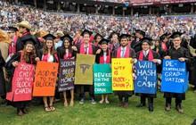 Những điều thú vị trong lễ tốt nghiệp đại học tại Stanford: Sự trang nghiêm của buổi lễ không làm mất đi cá tính của một ngôi trường dị