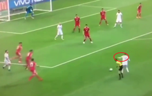 """World Cup 2018: Như một thói quen, Ramos """"tung chưởng"""" với cả trọng tài"""