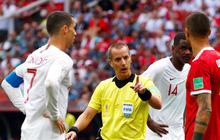 FIFA phủ nhận chuyện trọng tài xin áo đấu của Ronaldo