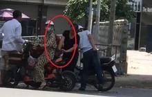 """""""Nữ quái áo đen"""" móc ví khách mua hoa quả ở Hà Nội đã được công an phường bàn giao cho Đội Cảnh sát hình sự"""