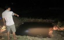 Trục vớt thi thể bé trai đuối nước, người dân đau đớn phát hiện thêm 1 bé khác cũng đã tử vong dưới đáy hồ