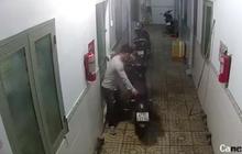 Clip: Thanh niên mặc áo GrabBike chở bạn đi trộm xe Exciter ngay trước mặt chủ nhà