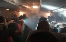 Video: Máy bay chở CĐV Peru gặp sự cố giữa trời, cabin nghi ngút khói