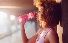 5 cách thông minh giúp bạn uống nhiều nước hơn mùa hè này