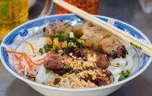 Không biết từ lúc nào mà đường Cô Giang (quận 1) trở thành khu ẩm thực với biết bao quán xá thế này