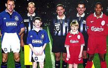 Vì sao các cầu thủ bóng đá luôn bước ra sân cùng trẻ em, chính danh thủ Rooney từng thử cảm giác này
