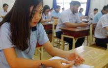 Thí sinh đang làm bài thi môn Ngữ Văn