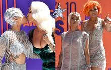 Hai sao nữ ngực khủng hôn môi nhau, người thì lộ hoàn toàn vòng 1 tại lễ trao giải danh giá