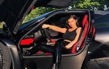 Kylie Jenner vừa chất chơi vừa sang chảnh, khoe siêu xe và BST túi xách có giá ngang ngửa biệt thự