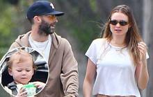 Adam Levine nuôi râu rậm rạp, xuất hiện hiếm hoi cùng con gái 2 tuổi đáng yêu