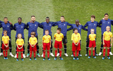 Cậu bé Việt Nam được Kante dắt ra sân trong trận chung kết World Cup