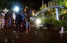 Ô tô mất lái lao vào quán cà phê, 2 nữ sinh 18 tuổi tử vong, nhiều khách đến xem chung kết World Cup bị thương