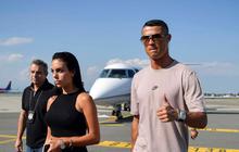 Ronaldo cùng bạn gái đáp máy bay tới Turin, ra mắt Juventus vào tối nay