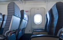 """Khách """"táy máy"""" mở cửa thoát hiểm, chuyến bay chậm hơn 1 tiếng"""