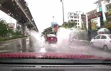 Nỗi lòng đi xe máy mùa mưa: Không sợ mưa như trút nước, chỉ sợ ô tô phóng nhanh tạt nước bẩn lên người
