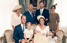 """Meghan Markle bị cho là thích """"chơi trội"""" khi diện váy lệch tông hoàn toàn so với Kate Middleton và mẹ chồng trong ảnh tập thể"""