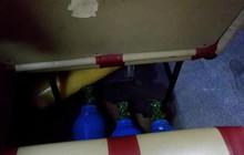 Cư dân mạng hoang mang khi nhìn thấy nhiều bình khí lạ được đặt ngay dưới ghế ngồi của xe bus